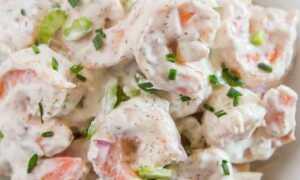 Простой салат с креветками и майонезом