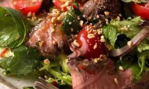Тайский салат с говядиной и кориандром
