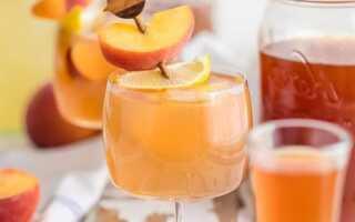 Коктейль с домашней чайно-персиковой водкой для подарков