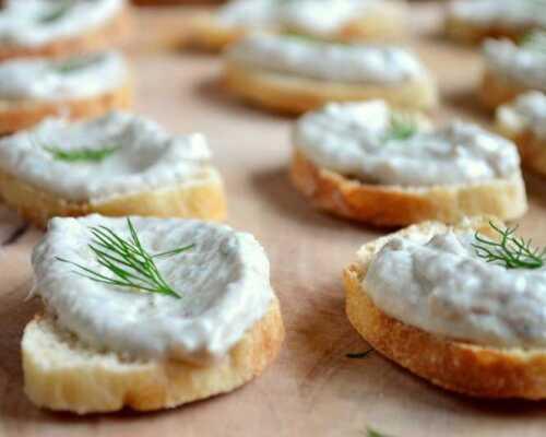 Бутерброды с нежным сырным паштетом из копченой скумбрии