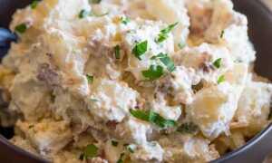 Сытный салат с картошкой, сметаной и сыром