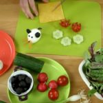 Закуска с яйцом, сыром и овощами мышка