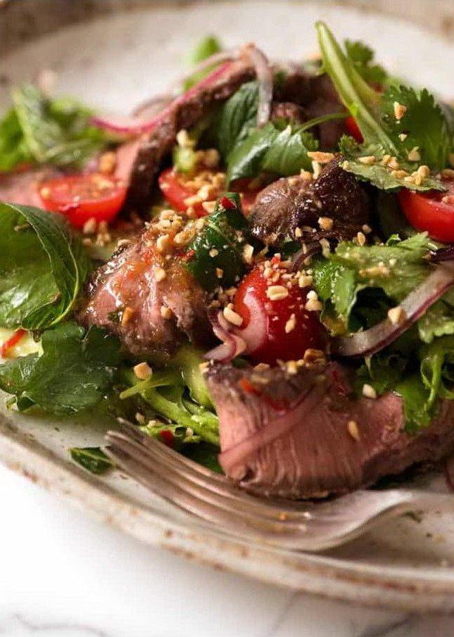 Салат с говядиной и острыми приправами