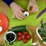 Закуска из яйца мышка с сыром, огурцом и помидорами
