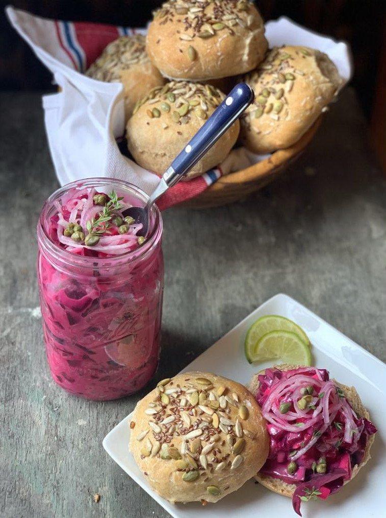 Салат с селедкой и свеклой в банке с ложкой и с булочками