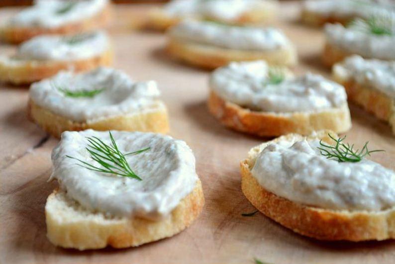 Вкусные бутерброды с нежным паштетом из скумбрии