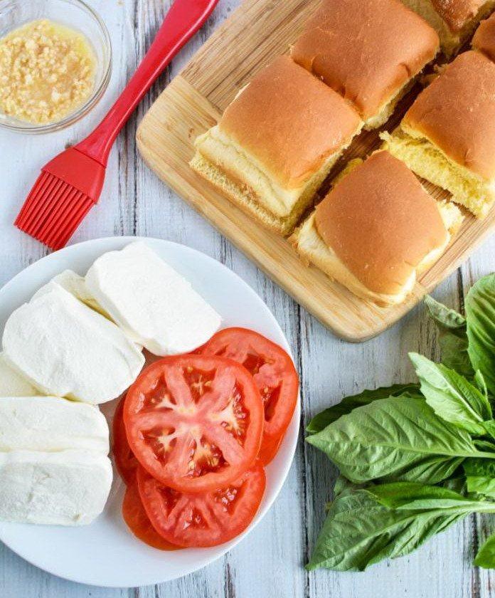 Красиво разложенные ингредиенты для сэндвичей