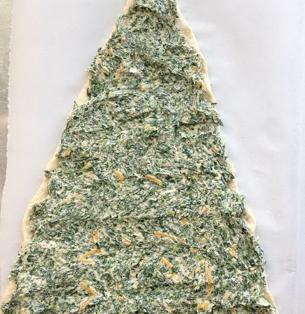 Начинка из сыра со шпинатом на треугольнике основе