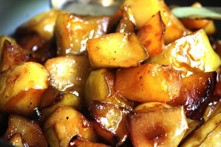Жареные яблоки в меду