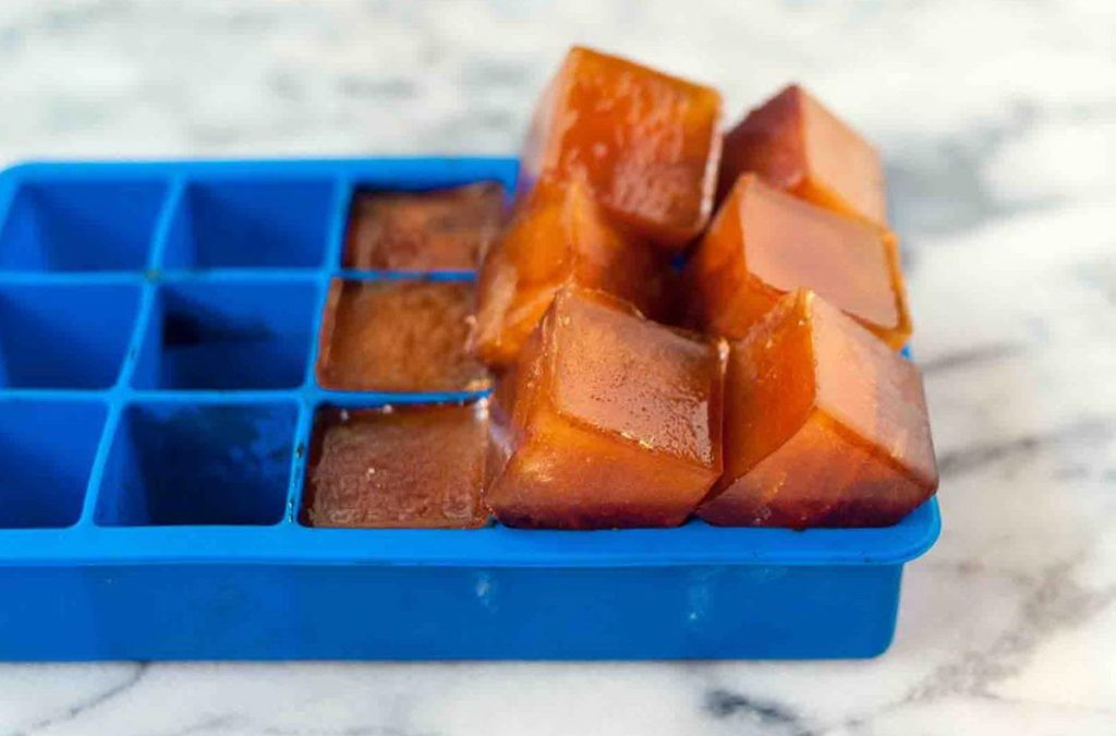 Кубики льда из кофе в формочке