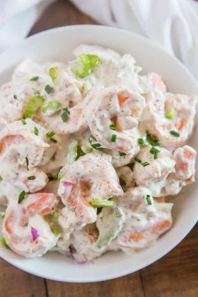 Салат с креветками в майонезе