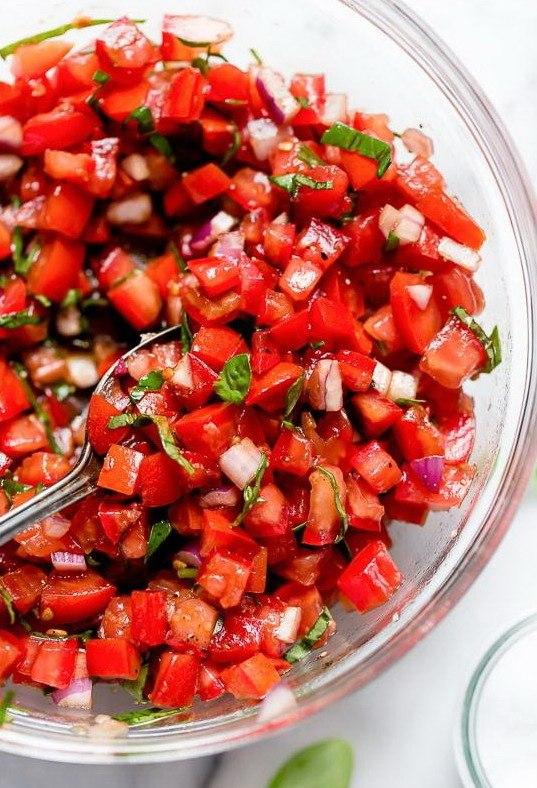 Соус из томатов и базилика к итальянской брускетте