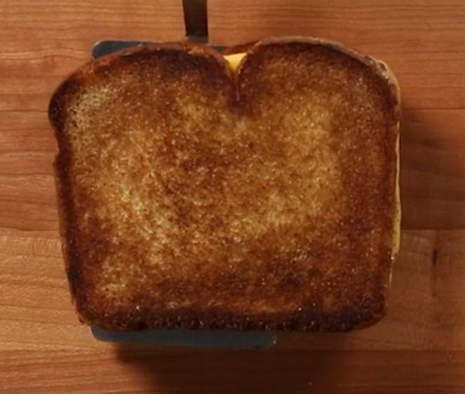 Поджаристый сэндвич на лопатке