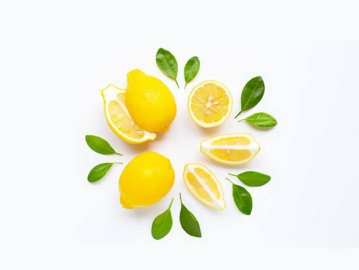 Лимоны выложенные кругом и разрезанные вдоль